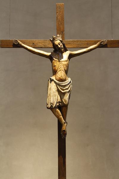 Kruzifix im Apsisraum