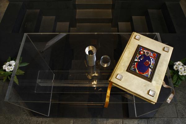 Zelebrationsaltar aus Acrylglas