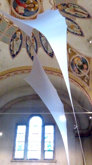 20150830_tuchinstallation-kirche-2